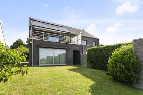 Moderne energiezuinige woning met prachtig verrijkend zicht te koop!