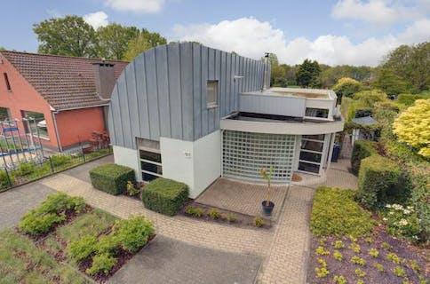 Instapklare gezinswoning met 4 slaapkamers, gelegen op een perceel van ca. 1.122m² te Essen-Horendonk!