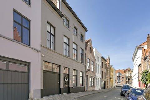 Prachtige herenwoning met garage in het centrum van Brugge