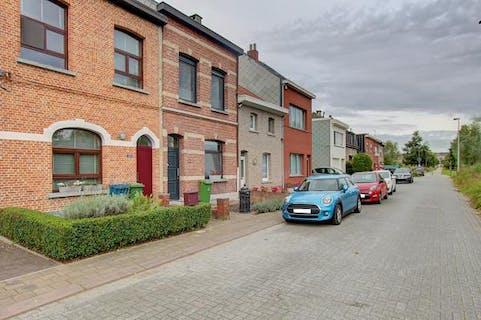 Prachtig huis met 3 slaapkamers en ruime tuin op toplocatie in een doodlopende straat aan het park van Eden in Wilrijk.