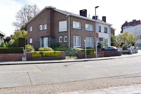 Halfopen huis met 5 slaapkamers en tuin in Roeselare