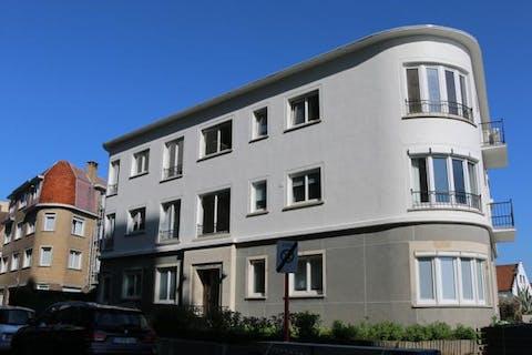 Gelijkvloers appartement met staanplaats in Duinbergen