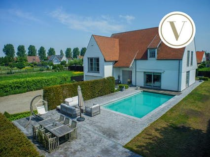 Ruime moderne villa met zwembad aan rand Knokke