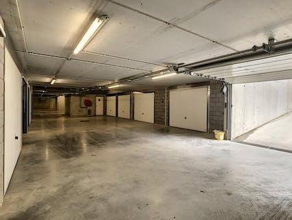 Garagebox met berging te koop in Sint-Eloois-Vijve