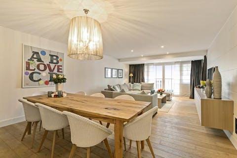 Prachtig afgewerkt appartement met ruim terras in centrum Knokke.