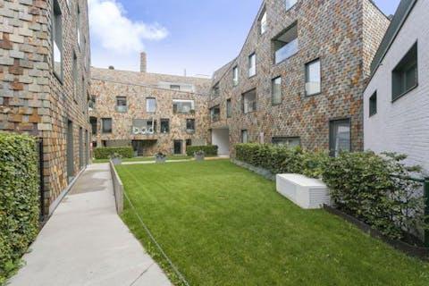 Gelijkvloers appartement met 2 slaapkamers en terras in Brugge.