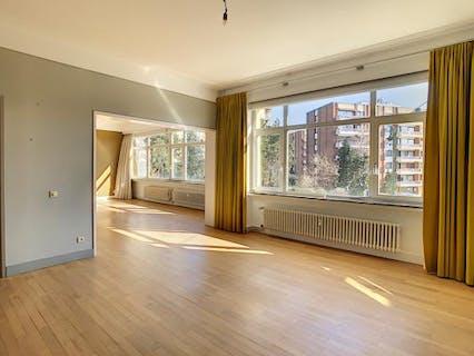 Brugmann - Superbe et spacieux appartement avec garage
