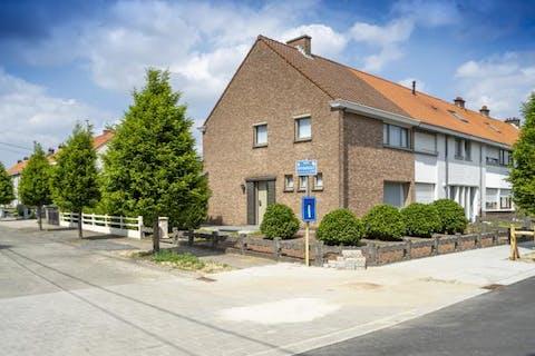 Goed onderhouden huis te Waregem met 3 kamers