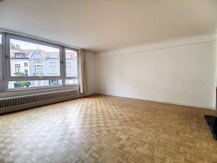 Spacious apartment near Avenue Louise