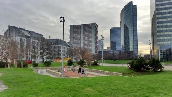 Appartement duplex lumineux + parking à vendre à quelques pas d'un parc!