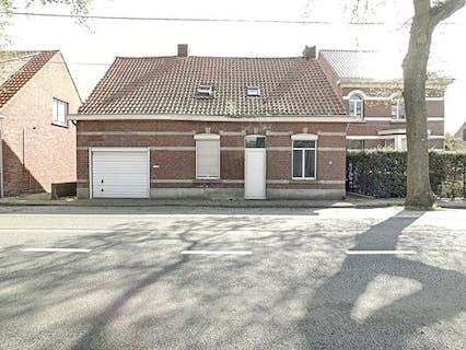 Te renoveren gezinswoning, gelegen op een perceel van ca. 774m² te Essen-Wildert!