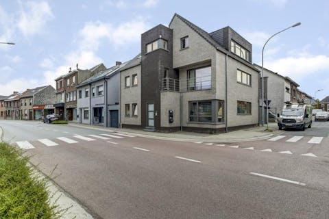 Appartementsgebouw met drie appartementen in het centrum van Sint-Amands