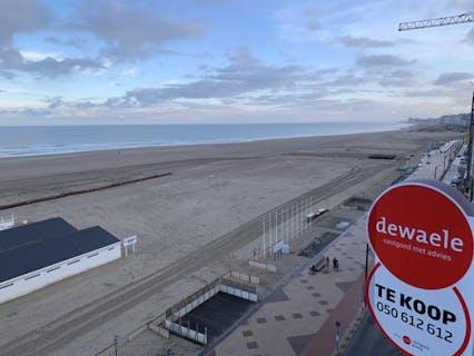 Gemeubelde en gerenoveerde studio op de zeedijk van Knokke-Heist