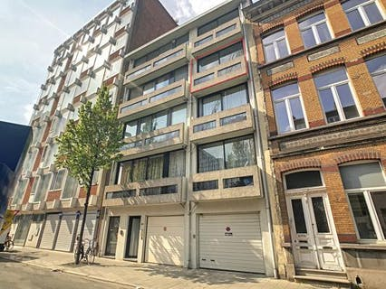 Op te frissen appartement aan Park Spoor Noord in Antwerpen