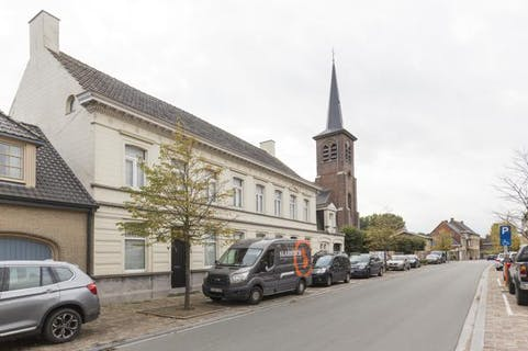 Charmante, te renoveren herenwoning in Hooglede