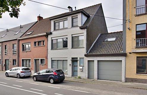 Ruime woning met 5 slaapkamers, tuin en garage in Roeselare!