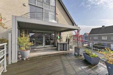 Appartement met uitzonderlijk terras langs de Oude Gentweg te Maldegem
