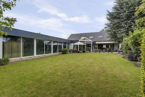 Rustig gelegen villa met binnenzwembad en grote tuin te Burcht Zwijndrecht