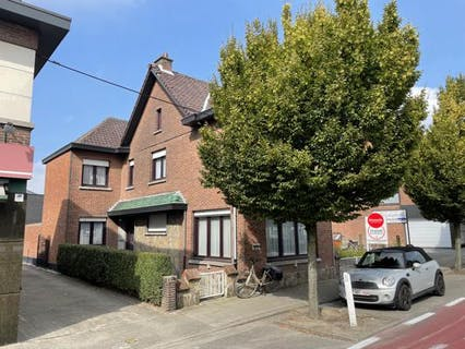 Te moderniseren woning met grote tuin en garage in centrum Kruibeke
