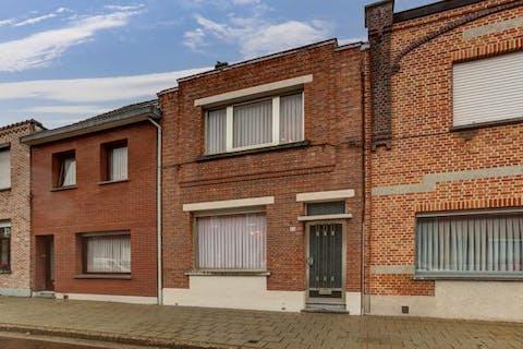 Te renoveren huis in doodlopende straat te Burcht