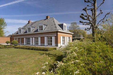 Residentiële villa op 2511m² nabij centrum Kortrijk