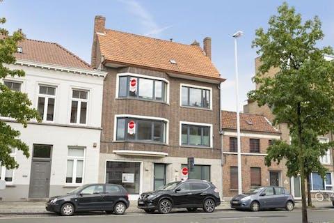 Renovatie B&B / Herenhuis te koop te Brugge nabij het Zand