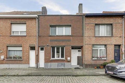 Rustig gelegen huis met 3 slaapkamers en tuin te Burcht.