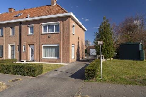 Huis te koop in Harelbeke met 3 slpks en zonnige tuin