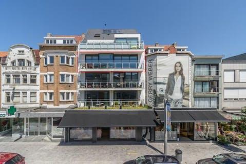 Ruim en recent appartement (157,2m²), uiterst centraal gelegen in de Zeelaan te Koksijde