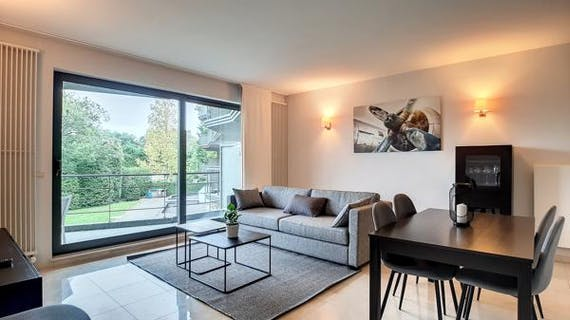 Beautiful furnished apartment 2 bedrooms + terrace (poss. parking)
