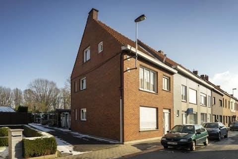 Te renoveren woning te koop centrum Wevelgem met 4 slaapkamers